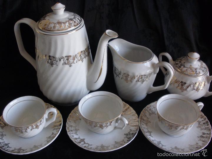 JUEGO DE CAFE ROYAL POLA GIJÓN CON PORCELANA BLANCA Y CENEFA EN ORO (Antigüedades - Porcelanas y Cerámicas - San Claudio)