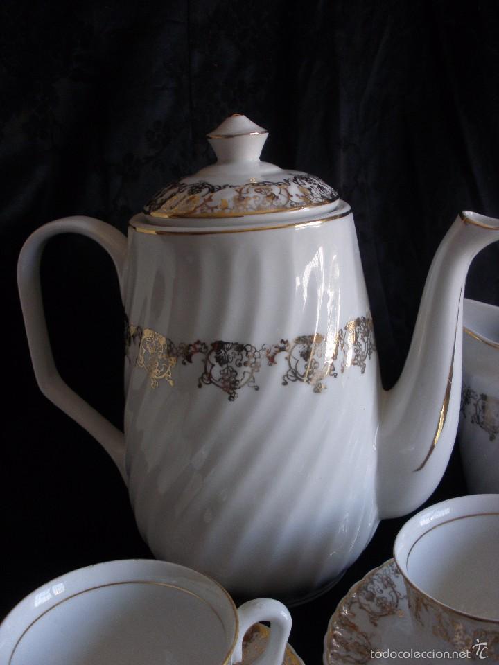 Antigüedades: JUEGO DE CAFE ROYAL POLA GIJÓN CON PORCELANA BLANCA Y CENEFA EN ORO - Foto 2 - 57946221