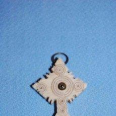 Antigüedades: CRUZ EN HUESO CON MICROFOTOGRAFÍA VIRGEN. Lote 57950603