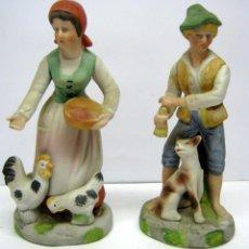 Antigüedades: PAREJA DE PORCELANAS - HOMBRE Y MUJER DE GRANJA . PERRO Y GALLINAS. Lote 57978313