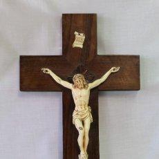 Antigüedades: CRISTO EN LA CRUZ EN PASTA Y MADERA. Lote 69568599