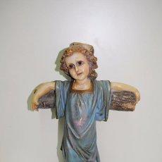Antigüedades: FIGURA RELIGIOSA NIÑO JESÚS SOBRE LA CRUZ. Lote 57993751
