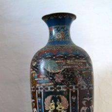 Antigüedades: ANTIGUO E IMPRESIONANTE JARRÓN ESMALTE CLOISONNÉ * FLORERO ESMALTADO * 37 CM ALTO. Lote 184160940