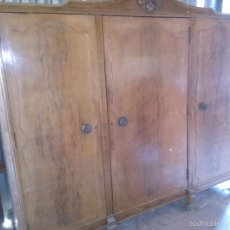 Antigüedades: GRAN ARMARIO DE TRES CUERPOS - AÑOS 60/70. Lote 58076478