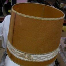 Antigüedades: ANTIGUA LAMPARA DE GRAN TAMAÑO CON TULIPA EN TELA O PIEL Y DOBLE ENCENDIDO APAGADO EN CABLE LAMPARA. Lote 58083893