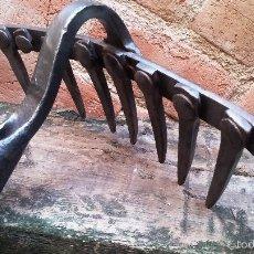 Antigüedades: RASTRILLO DE FORJA ÚNICO. Lote 124237079