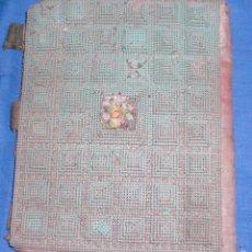 Antigüedades: ANTIGUA LIBRETA MONEDERO HECHA CON PIEZAS COSIDAS 1900. Lote 58096398