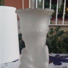 Antigüedades: ANTIGUO FLORERO DE CRISTAL. Lote 58108814