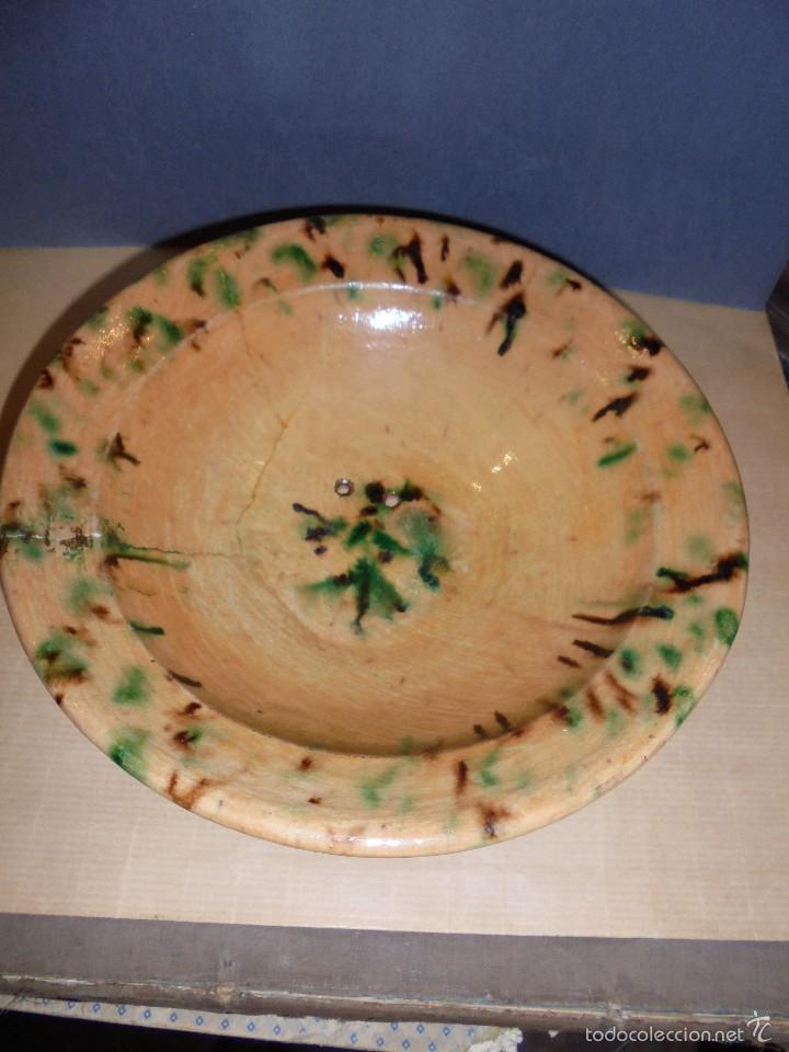 ANTIGUO PLATO DE CERAMICA POPULAR TERRISSA , CATALAN . ORIGINAL DE EPOCA NO REPRODUCCION (Antigüedades - Porcelanas y Cerámicas - La Bisbal)