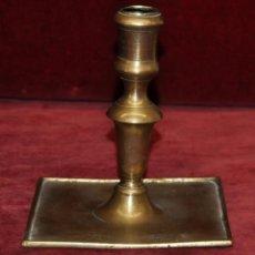 Antigüedades: ANTIGUO CANDELERON EN BRONCE DEL SIGLO XVIII. Lote 58128711