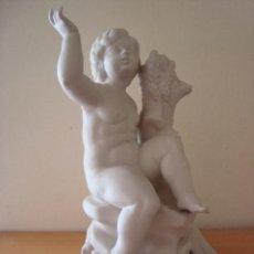 Antigüedades: PORCELANA BISCUIT FIGURA ANTIGUA CON SELLO DE LA FUNDACIÓN FRANCISCO FRANCO. Lote 58130557