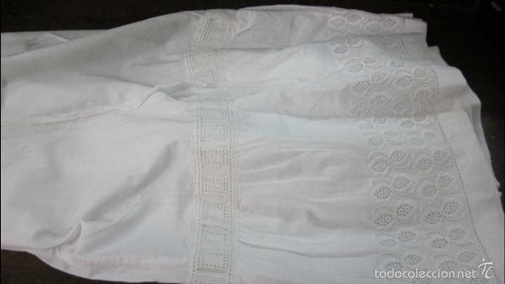 Antigüedades: Antiguas enaguas con bordado suizo indumentaria - Foto 2 - 58131653