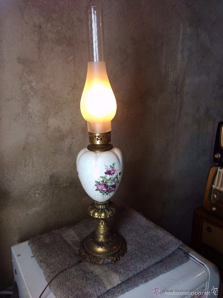 LAMPARA DE PORCELANA Y METAL (Antigüedades - Iluminación - Quinqués Antiguos)