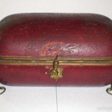 Antigüedades: ANTIGUA CAJA DE MADERA. S.XIX. CON DETALLES EN BRONCE.. Lote 58135508