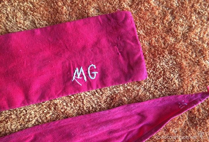 Antigüedades: Fajín y pañuelos rojos con iniciales M G - Foto 2 - 58138551