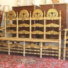 Antigüedades: TRESILLO EN MADERA DE PINO POLICROMADO. ESTILO BARROCO. ESPAÑA. AÑO 1850.. Lote 58131607