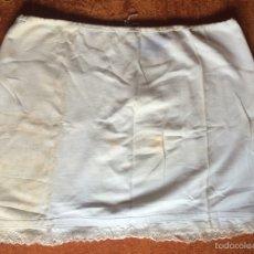 Antigüedades: GRAN ENAGUA CON PUNTILLAS. Lote 58139852