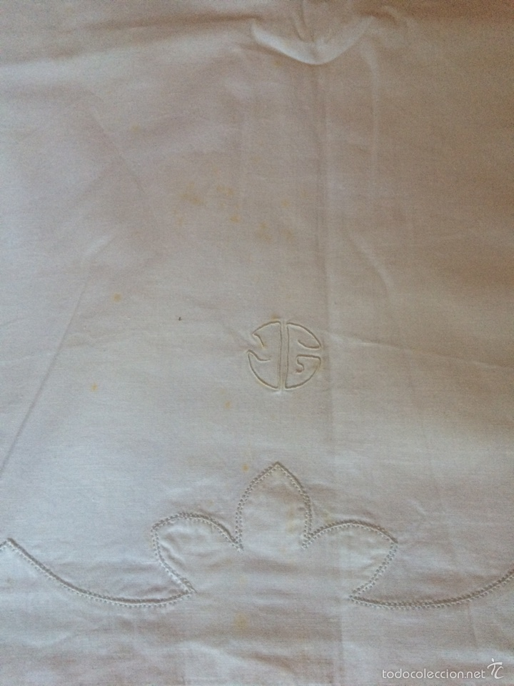 Antigüedades: Sábana matrimonio de hilo de algodón fino con bordado de sobretelas e iniciales IG - Foto 3 - 58139965