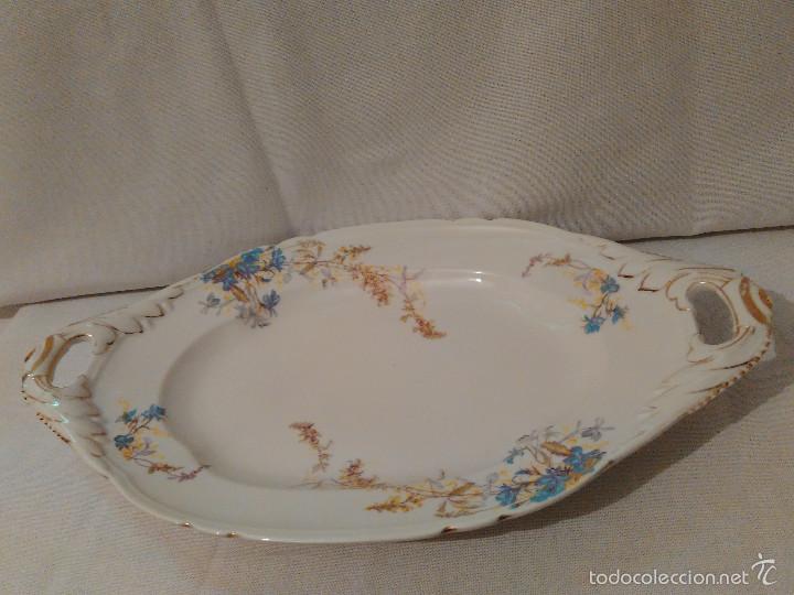 Antigüedades: Bonita fuente o bandeja de loza antigua, decoracion floral, sellada en la parte posterior. - Foto 8 - 58143065