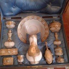 Antigüedades: IMPORTANTE JUEGO DE TOCADOR EN OPALINA BLANCA Y PLATA CINCELADA. DISEÑO ÚNICO. Lote 58150092