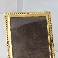 Antigüedades: PORTAFOTOS DE ISABEL CABANILLAS,S.A. EN METAL DORADO. Lote 58153399