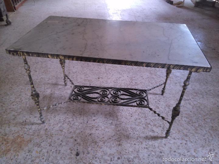 Gran mesa de marmol con base de hierro forjado comprar for Mesas de hierro forjado