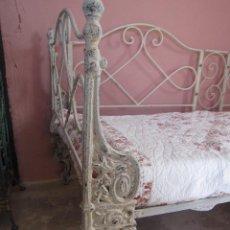 Antigüedades: CAMA SOFA DIVAN DE HIERRO DE ESTILO ROMANTICO. Lote 58195428