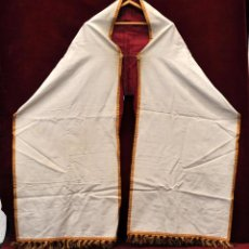 Antigüedades: PAÑO HUMERAL EN ROPA Y DECORACIONES EN PASAMANERIA. Lote 134268025
