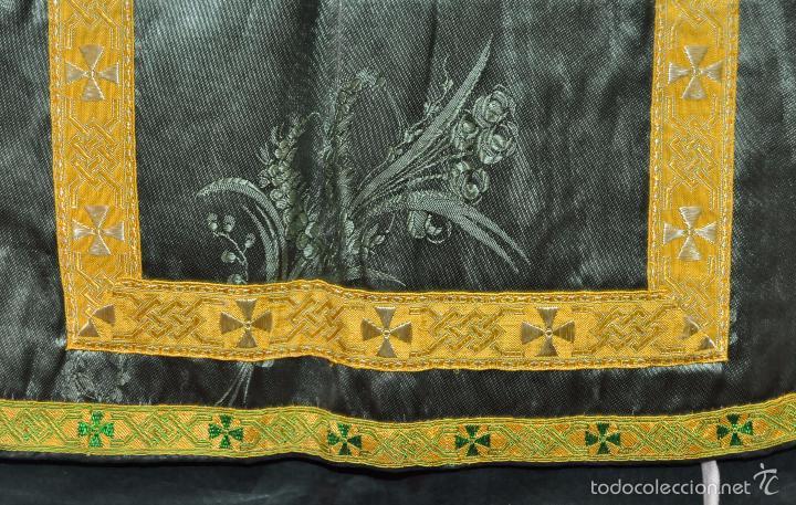 Antigüedades: ANTIGUA CASULLA EN ROPA DAMASCADA Y PASAMANERÍA - Foto 5 - 180325780