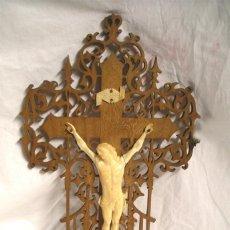 Antigüedades: CRISTO CRUCIFIJO 4 CLAVOS TALLA DE MARFIL S XIX, BUEN ESTADO. MED. CRUZ 38 X 23 CM.. Lote 54264016