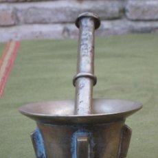 Antigüedades: ALMIREZ ANTIGUO DE COSTILLAS EN BRONCE, CON MANO.. Lote 58214588