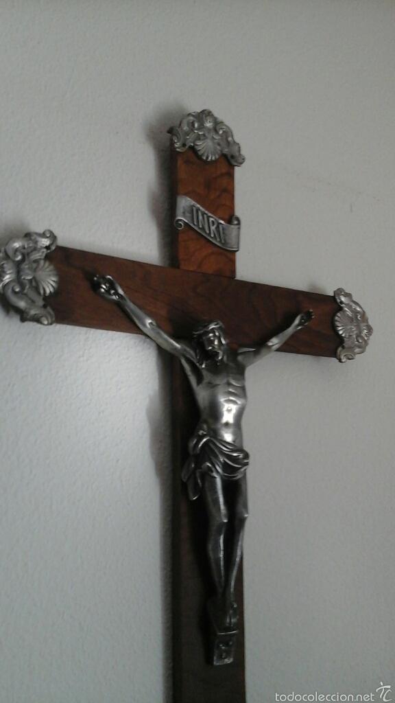 Antigüedades: Antiguo crucifijo realizado en madera y terminaciones en plata o alpaca. Años 70, 80 - Foto 3 - 54699575