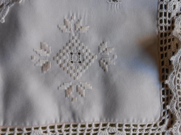 Antigüedades: Magnifico juego 3 piezas, bordado de la gartera.lino color beige.estilo retro.nuevo - Foto 6 - 58244318