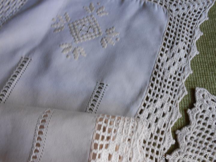 Antigüedades: Magnifico juego 3 piezas, bordado de la gartera.lino color beige.estilo retro.nuevo - Foto 8 - 58244318