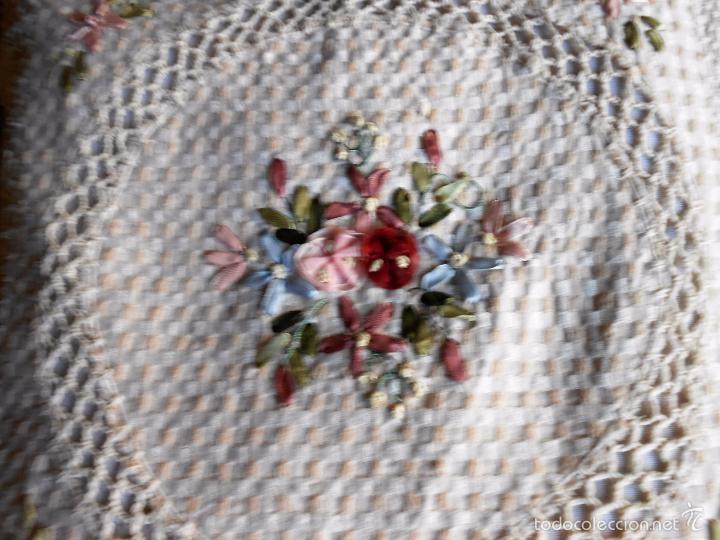 Antigüedades: Preciosa funda de cojin, color beige. lino.bordados a mano de cintas y ganchillo 45 x 45 cm. nuevo - Foto 2 - 187226691