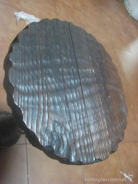Antigüedades: PRECIOSA MESA VELADOR HECHA EN MADERA TALLADA MUY GRUESA DE TRES PIEZAS, PRINCIPIOS SIGLO XX - Foto 4 - 60091215