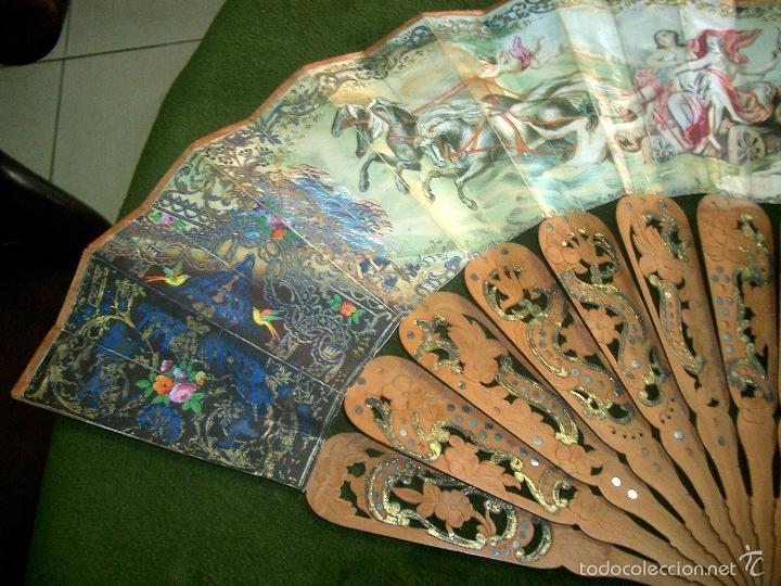 Antigüedades: Abanico isabelino varilla de madera tallada pais litografiado.ca7 - Foto 2 - 58276154