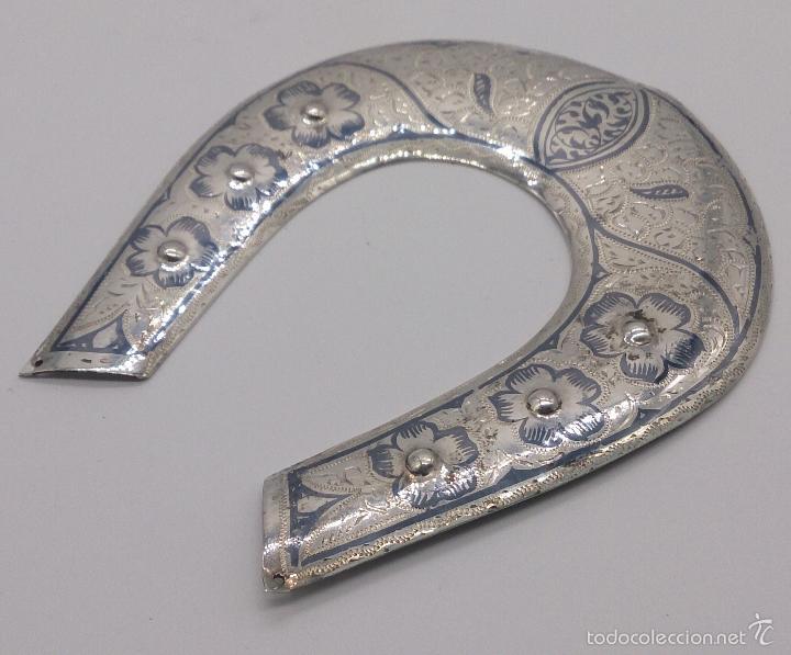Antigüedades: Herradura antigua en plata de ley contrastada y bellamente cincelada a mano, Talismán de la fortuna. - Foto 2 - 58284363