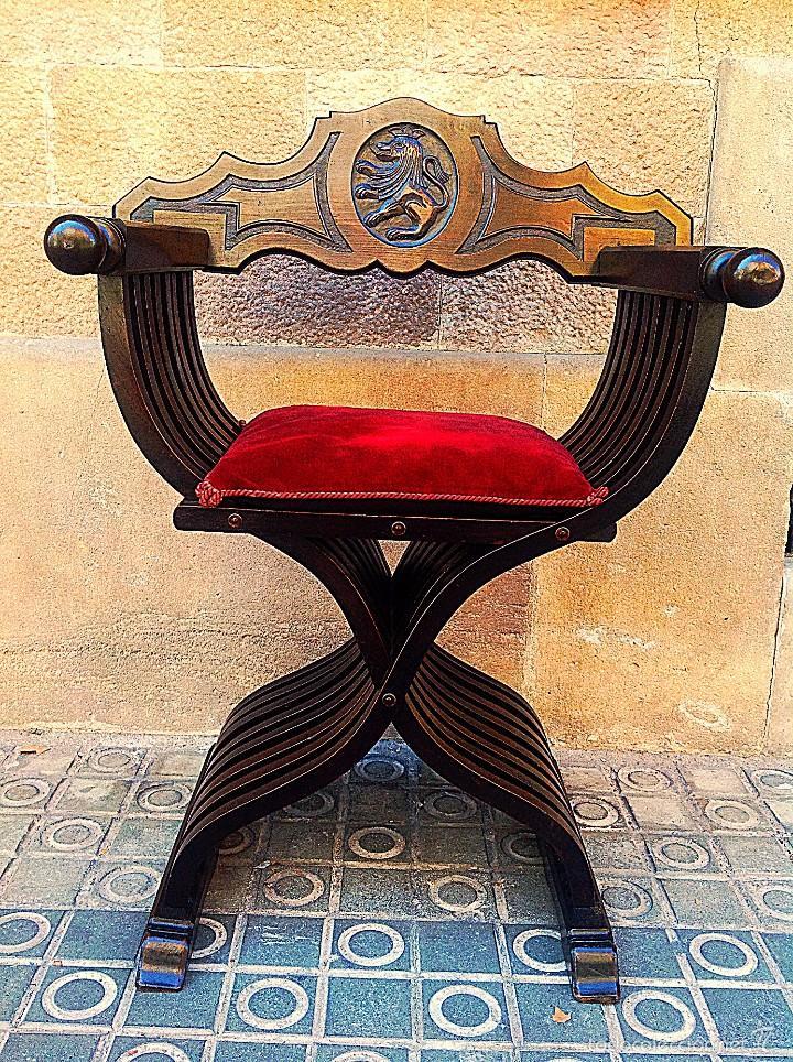 Antigüedades: Dos Sillones Plegable Renacimiento Formada Por Listones De Madera Y Talla León - Foto 2 - 58292846