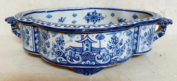 MAGNIFICO CENTRO ANTIGUO EN CERAMICA DE TRIANA,(SEVILLA),S. XIX (Antigüedades - Porcelanas y Cerámicas - Triana)
