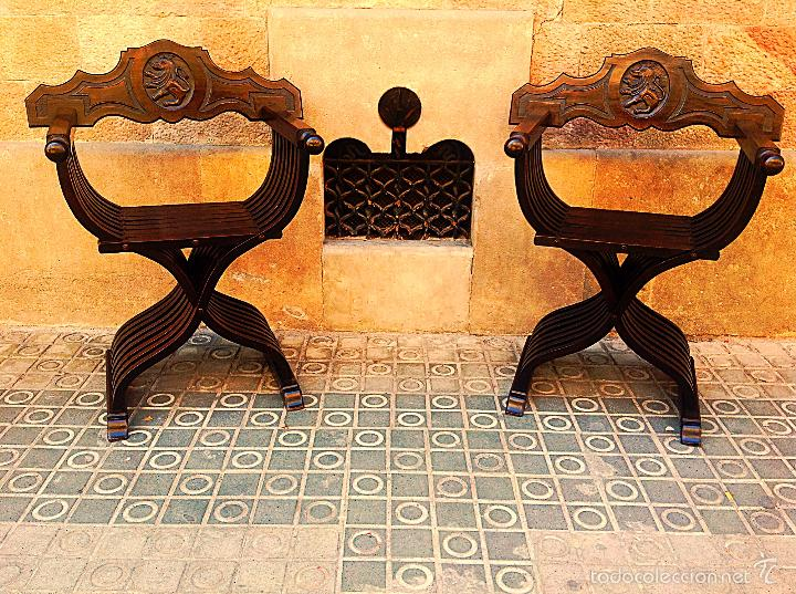 Antigüedades: Dos Sillones Plegable Renacimiento Formada Por Listones De Madera Y Talla León - Foto 5 - 58292846