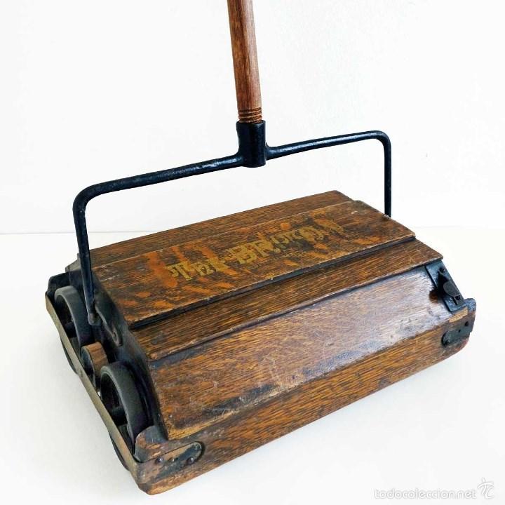 ASPIRADORA MANUAL RECOGEDOR 1900 ENGLAND. AUTÉNTICA PIEZA DE MUSEO (Antigüedades - Técnicas - Rústicas - Utensilios del Hogar)