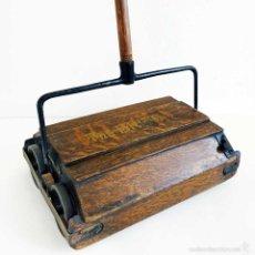 Antigüedades: ASPIRADORA MANUAL RECOGEDOR 1900 ENGLAND. AUTÉNTICA PIEZA DE MUSEO. Lote 58328823