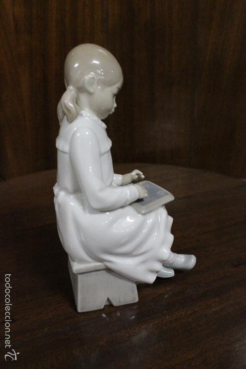 Antigüedades: PORCELANA NAO LLADRO.NIÑA ESCRIBIENDO EN PIZARRA. IMPECABLE. 18 CMS - Foto 5 - 58334468