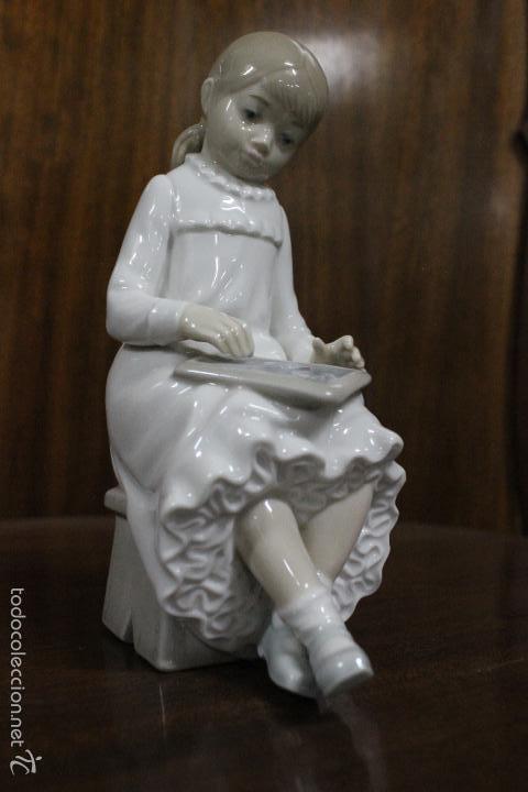 Antigüedades: PORCELANA NAO LLADRO.NIÑA ESCRIBIENDO EN PIZARRA. IMPECABLE. 18 CMS - Foto 6 - 58334468