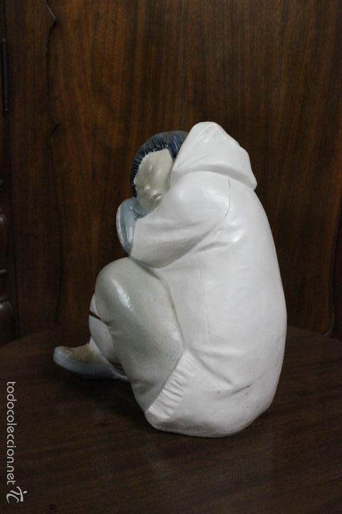 Antigüedades: PORCELANA LLADRO.NIÑO ESQUIMAL REPOSANDO.ESCULTOR JUAN HUERTA AÑOS 2010-2015.IMPECABLE. 22x19 CMS - Foto 2 - 58337167