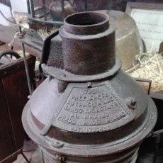 Antigüedades: GRAN ESTUFA DE HIERRO FUNDIDO CARBÓN O LEÑA. C.1920 (FAB. HNOS PRADO - BILBAO BAJO PATENTE JAMESWAY). Lote 98238066