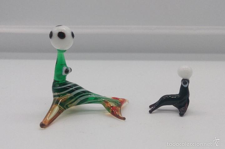 Antigüedades: Pareja antigua de focas con pelota en cristal de murano en miniatura . - Foto 2 - 58343225