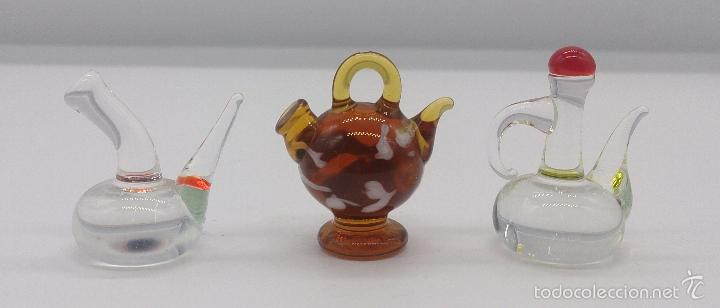 Antigüedades: Botijo, porrón y aceitera antiguos en cristal de murano en miniatura, para casa de muñecas . - Foto 2 - 58343874