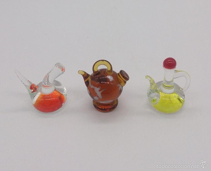 Antigüedades: Botijo, porrón y aceitera antiguos en cristal de murano en miniatura, para casa de muñecas . - Foto 3 - 58343874